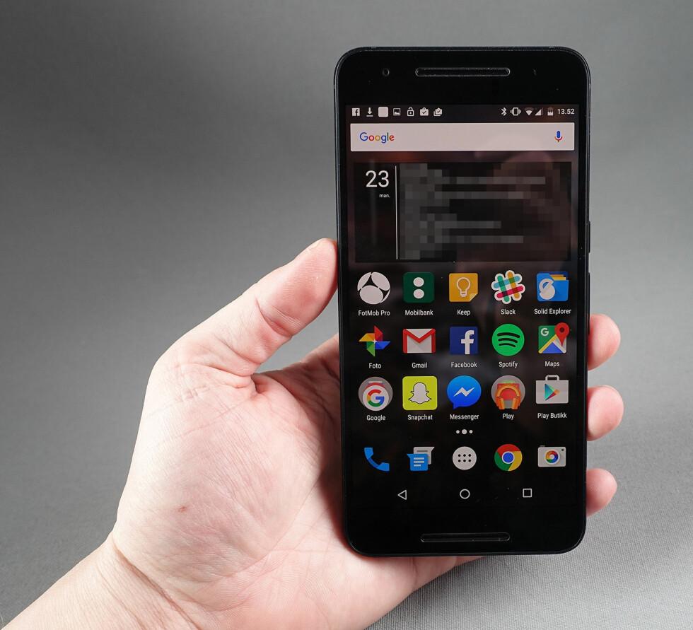 REN ANDROID: Nexus 6P har Googles Android v6.0 Marshmallow innabords som ikke er tuklet med av andre parter. Foto: PÅL JOAKIM OLSEN