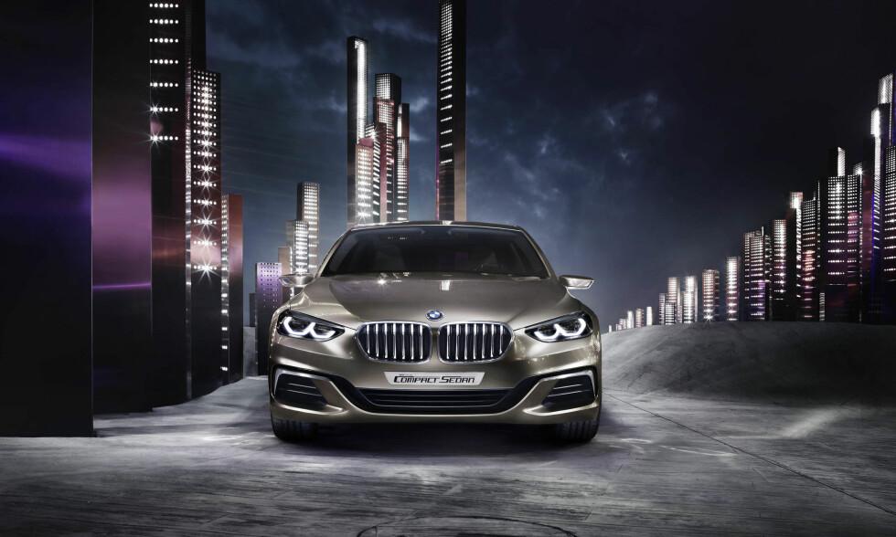 DESIGN-BREDDET: For å gi inntrykk av bredde, er lyktene med «avsagde» LED-ringer dratt langt ut til siden og grillens nedre del er delt i tre seksjoner med et V-formet sentrum og en ytre seksjon på hver side. Foto: BMW