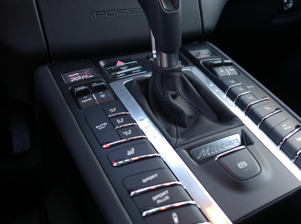 EN KNAPP FOR HVER FUNKSJON: Det er mantraet for Porsche om dagen. Du kan justere fjæring og motorkarakteristikk hver for seg. Foto: RUNE M. NESHEIM