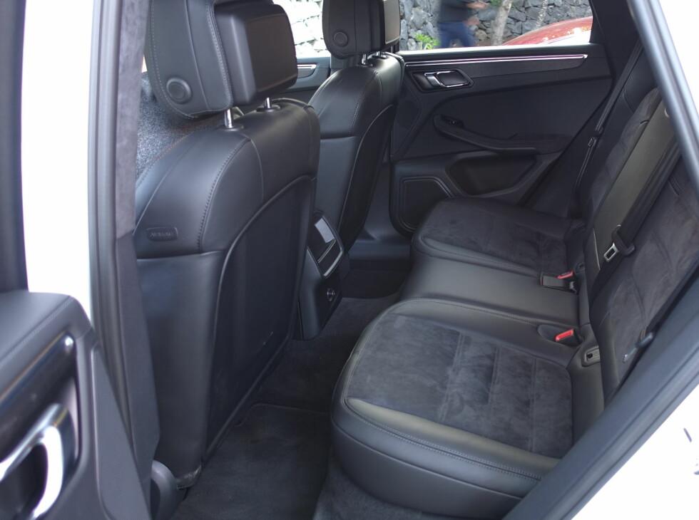 PRAKTISK: Det er god plass i sportsbilen.  Foto: RUNE M. NESHEIM