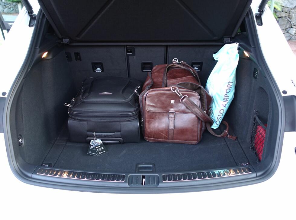 OK: Greit stort bagasjerom og 40/20/40 gir muligheter.  Foto: RUNE M. NESHEIM