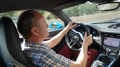 Porsche 911 er blitt en bedøvende rask men samtidig behagelig skyss. Girkasse og understell har nærmest telepatisk komunikasjon med føreren.  Foto: DINSIDE