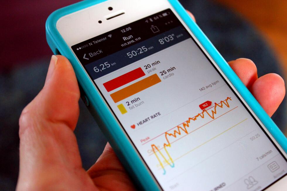 MÅLRETTET TRENING MED PULSMÅLING: Armbåndet kan måle pulsen under trening, og du kan sjekke hvilken pulssone du ligger i - og få en pekepinn på om du bør øke eller senke intensiteten - alt etter hva du vil oppnå. Foto: KRISTIN SØRDAL