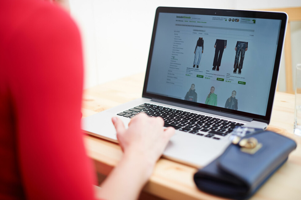 NETTHANDEL: De foreslåtte EU-reglene kan bety kortere reklamasjonsfrister ved kjøp over internett. Foto: NTB SCANPIX