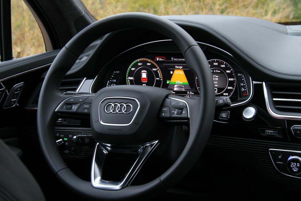 BESTEM SELV: Instrumentpanelet foran rattet kan settes opp til å vise det du selv ønsker.  Foto: Fred Magne Skillebæk