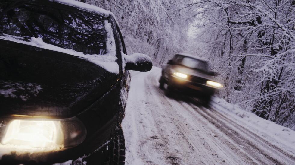 ISLAGT:  Kjører du ofte på islagte veier er det smart å velge piggdekk, kjører du mye i byen og på tørt føre er piggfrie å anbefale.  Foto: NTB SCANPIX/JAN DJENNER