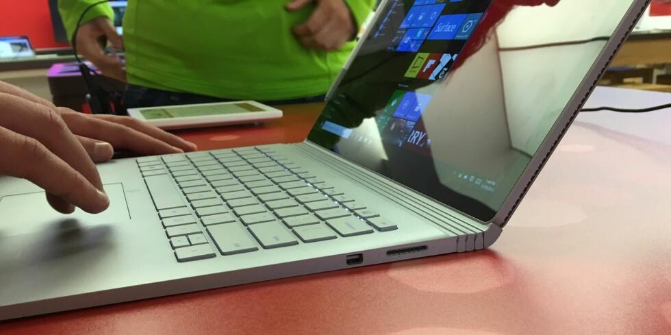 Tastatur og pekeplate er bedre enn det meste vi har prøvd på hybridløsninger tidligere. Foto: BJØRN EIRIK LOFTÅS