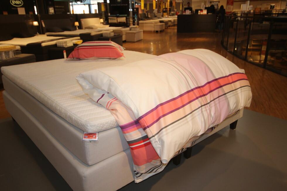 RE OPP SLIK:  Kjappere enn dette kan man vel ikke re opp senga?  Foto: HANNA SIKKELAND