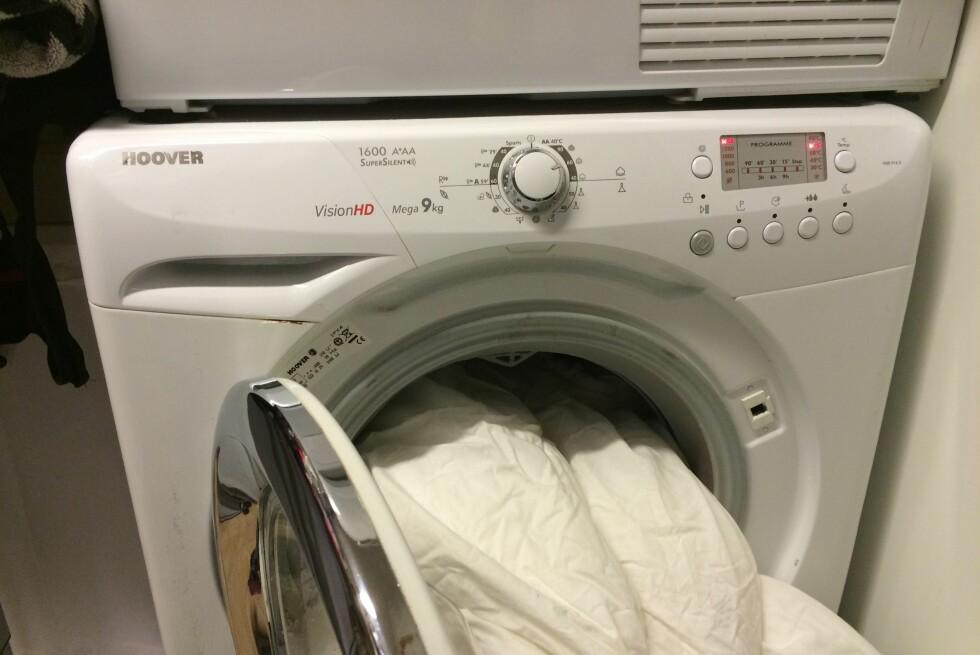 MINIMUM SYV KILO:  Du bør helst ikke putte dyna di i vaskemaskinen med mindre den har en kapasitet på syv kilo. Foto: KRISTIN SØRDAL