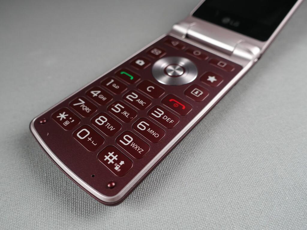 VAR DET BEDRE FØR? Med LG Wine Smart kan du skrive meldinger slik vi gjorde i 1999. Med T9-ordliste og fysiske knapper. Foto: PÅL JOAKIM OLSEN