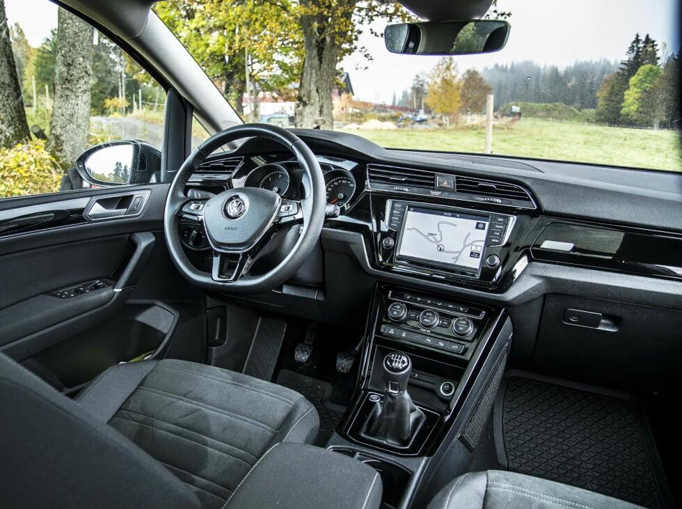 INGEN OVERRASKELSER: Interiøret er likt det vi kjenner fra Volkswagen. Men det fungerer og er uhyre ergonomisk og praktisk. Foto: JAMIESON POTHECARY