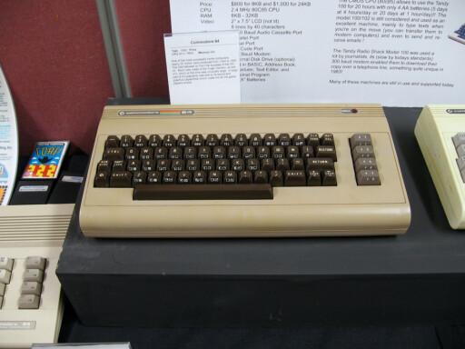 KLASSIKEREN: Commodore 64 kostet 6.000 kroner da den ble lansert. Det tilsvarer over 17.172 kroner i dag. (Foto: Commodore 64 av Marcin Wichary, CC-BY)