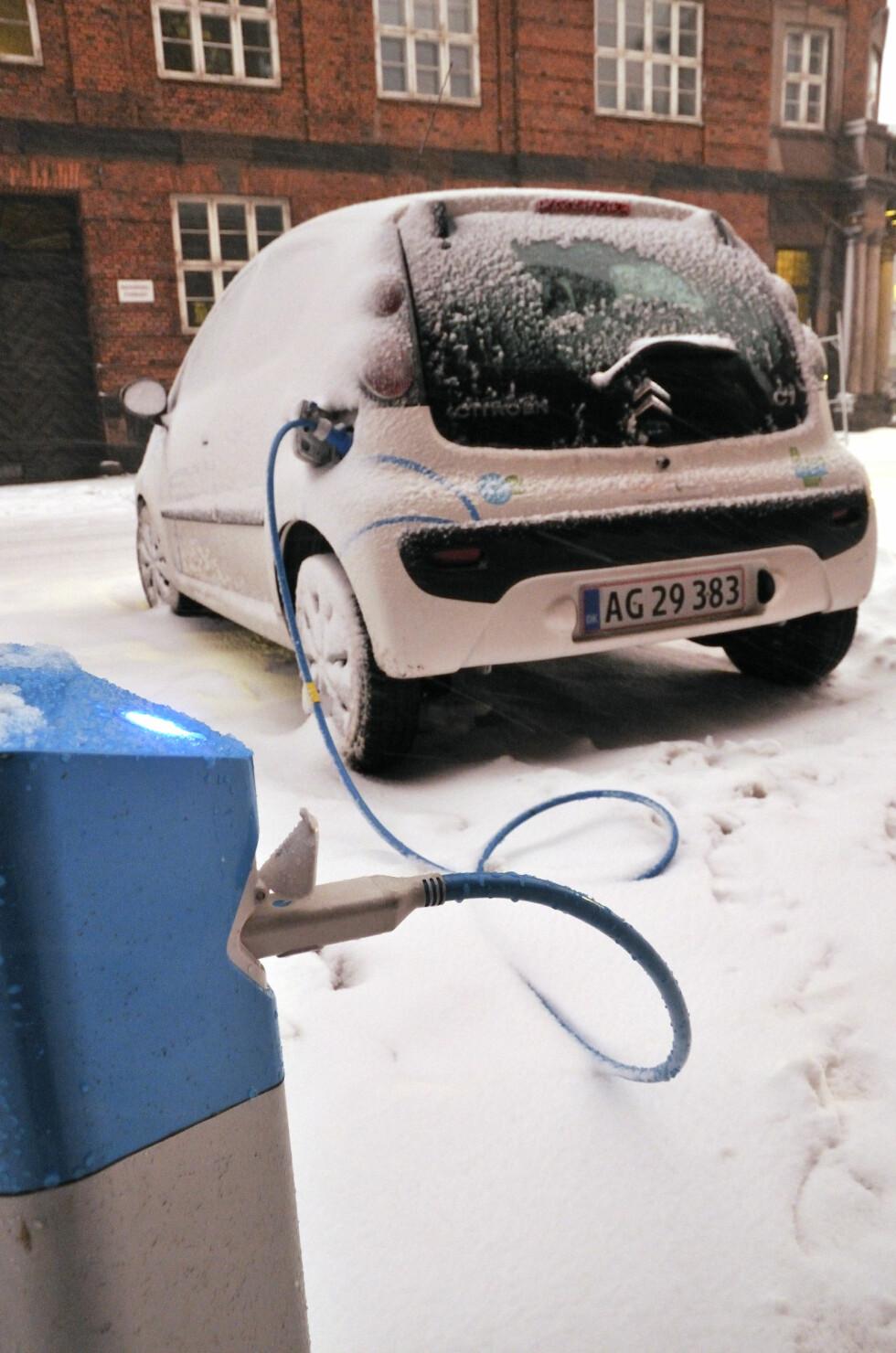 TAR LENGRE TID:  Husk at hurtiglading også kan ta lengre tid om vinteren.  Foto: NTB SCANPIX/HENRIK PYNDT SØRENSEN