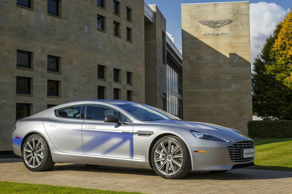 ALLEREDE PROTOTYPE: Her er første eksemplar av Aston Martin RapidE. Under de elegante formene skjuler det seg en elmotor og en batteripakke. Foto: ASTON MARTIN
