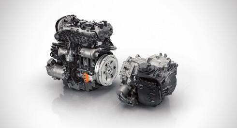 TVILLINGMOTOR: Den helt nye Volvo XC90 Twin Engine er utstyrt med en såkalt Integrated Starter Generator (ISG), drevet av veivakselen, mellom  den turbomatede bensinmotoren og automatgirkassen med åtte trinn. Foto: VOLVO