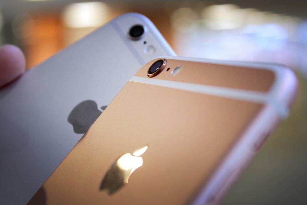 <b>FORSVINNER KLUMPEN?</b> Apple har fått mye tyn for det utstikkende kameraet på iPhone 6 og 6S. Ryktene vil ha det til at den blir borte i oppfølgeren. Foto: OLE PETTER BAUGERØD STOKKE