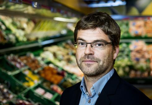 PRISPRESS: Harald Kristiansen sier at prispresset er stort for familiepakninger av bearnaisesaus.  Foto: JOHN T. PEDERSEN/COOP