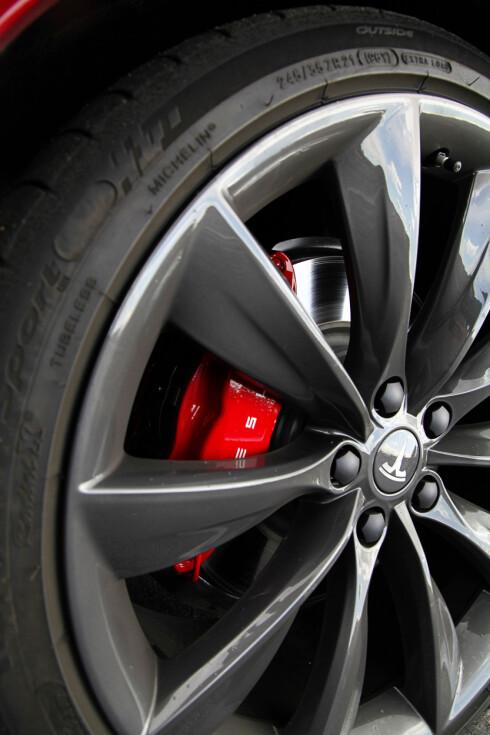 <strong><b>BEGRENSET:</strong></b> Tesla lar deg ikke deaktivere noen assistansesystemer, men bremsene har godt bitt. Foto: JAMIESON POTHECARY