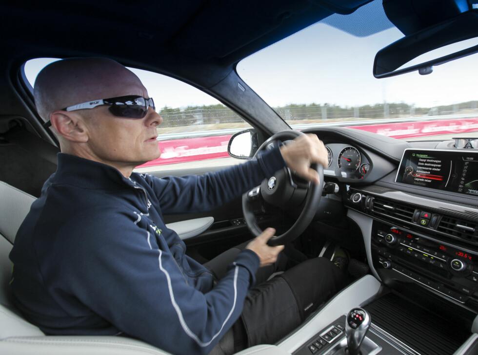 <strong><b>ERFAREN SJÅFØR:</strong></b> Tommy er alltid rolig bak rattet, selv helt på grensen av hva bilene klarer. Foto: JAMIESON POTHECARY