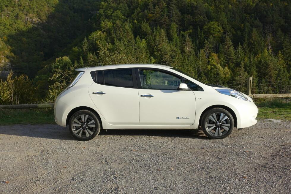 <strong><b>GJENKJENNELIG:</strong></b>Nissan har valgt å profilere Leaf veldig tydelig med et meget spesifikt designspråk. Om man liker det eller ikke er en annen sak. Foto: KNUT MOBERG