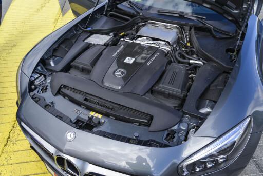 ET INFERNO: av nydelig V8-lyd brøler, hoster og harker. Denne bilen får deg til å føle deg som en hormonfylt tenåring igjen.  Foto: JAMIESON POTHECARY