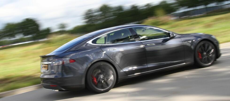 PRØVEKJØRT: Vi fikk et kort og brutalt møte med P90D, under et besøk hos Tesla i Nederland.  Foto: Fred Magne Skillebæk