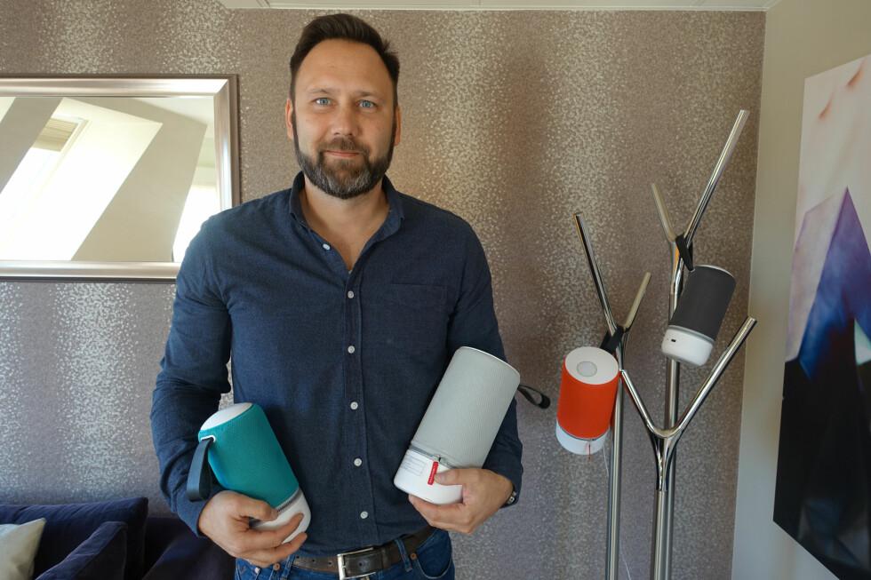HELT TRÅDLØS: Med Libratones nye serie trådløse Zipp-høyttalere kan du få en multiromsløsning du kan flytte rundt på som du vil. Her er nordensjef Niels Lorentzen. Foto: KIRSTI ØSTVANG