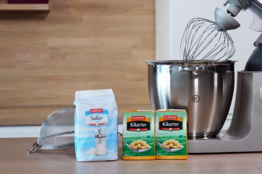 ALT DU TRENGER: Sukker og kikerter gir fin marengsbase, så velger du eventuell smakstilsetning selv. Foto: MERETHE HOMMELSGÅRD