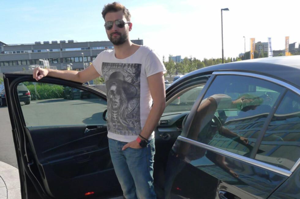 SLUTT? Uber-sjåfør Radu Horatiu risikerer å få bilen sin avskiltet dersom han treffer på en politipatrulje i Oslo. Foto: TORE NESET