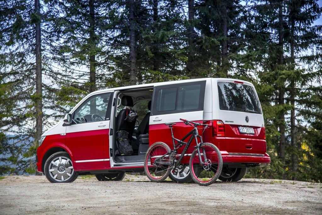 <b>EKTE FLERBRUKER:</b> Med Multivan får du med rette en flerbruksbil der du får plass til alt. Antrukket i Generation SIX utstyrspakke, blir du lagt merke til også. Foto: JAMIESON POTHECARY