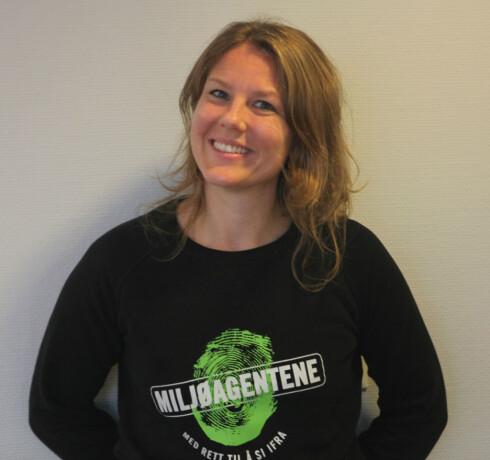 FORNØYD: Anniken Schwamborn og resten av Miljøagentene er glade for at nordmenn har blitt flinkere til å resirkulere de gamle mobiltelefonene sine. Foto: Rasmus Baastø Norsted/Miljøagentene