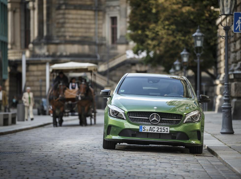 LITT GRØNNERE: MEd lavere utslippstall på alle modeller er bilen litt mer velkommen i byen. Foto: MERCEDES-BENZ