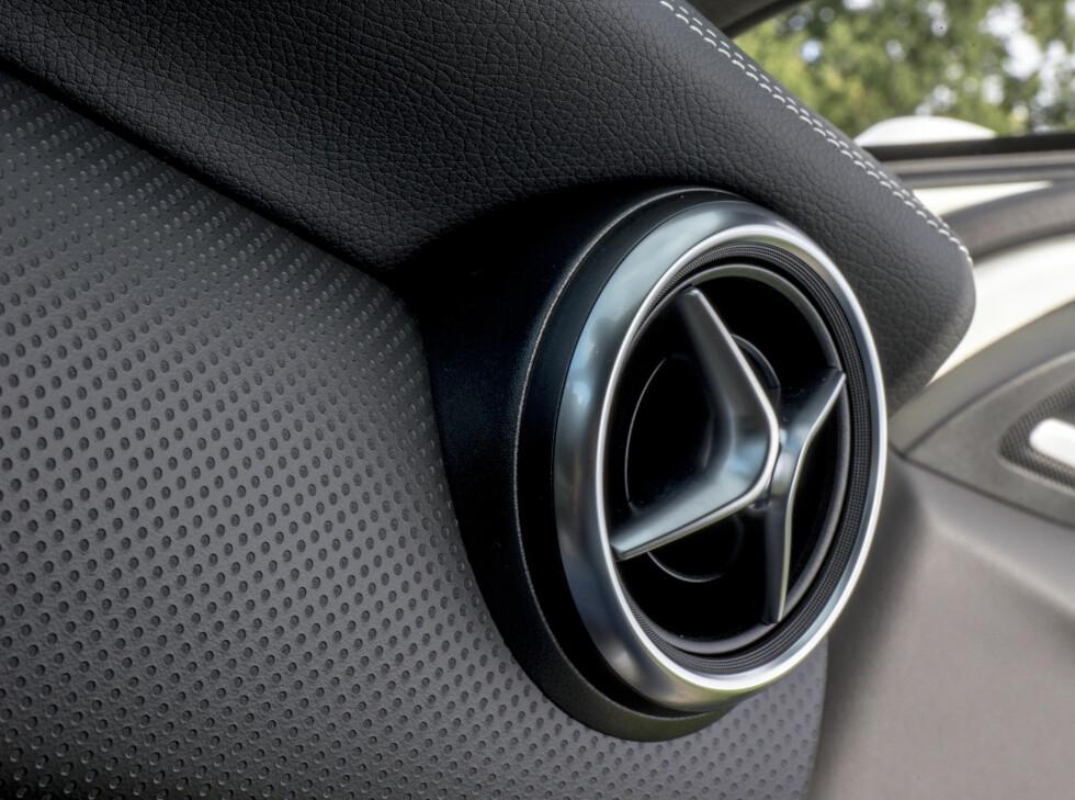 TØFFE DETALJER: Mercedes har vært nøye med detaljer i interiøret. Materialvalgene er blitt flere og lettere å tilpasse individuell smak. Foto: JAMIESON POTHECARY