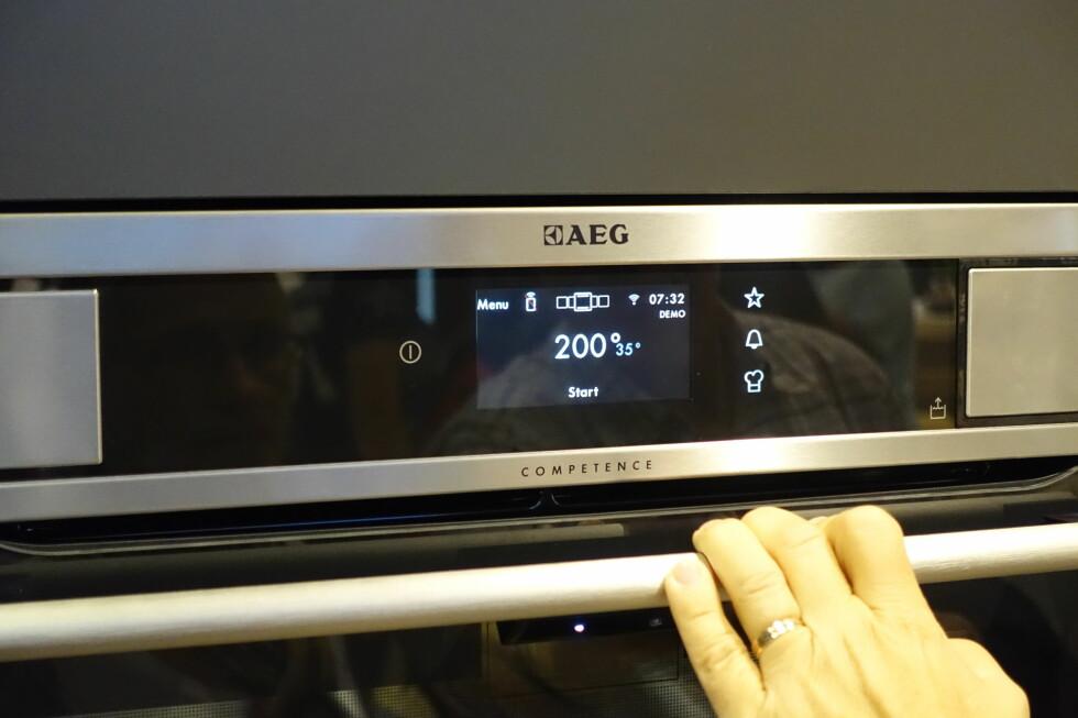 Hvorfor knote med menysystemet på ovnen, når du gjør det mye enklere via appen?  Foto: ØVYIND PAULSEN