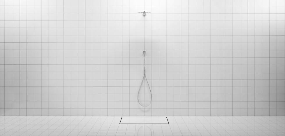 DUSJ PÅ VEGGEN: Systemet kan integreres i en dusjløsning som her, hvor du dusjer rett på veggen. Foto: ORBITAL SYSTEMS