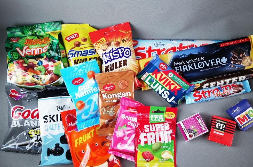 LØRDAGSGODT? Vi har smakt oss igjennom alle årets godterinyheter. I dag gir vi dere dommen på de søte og salte variantene, sjokoladen sparer vi til uken.  Foto: ELISABETH DALSEG