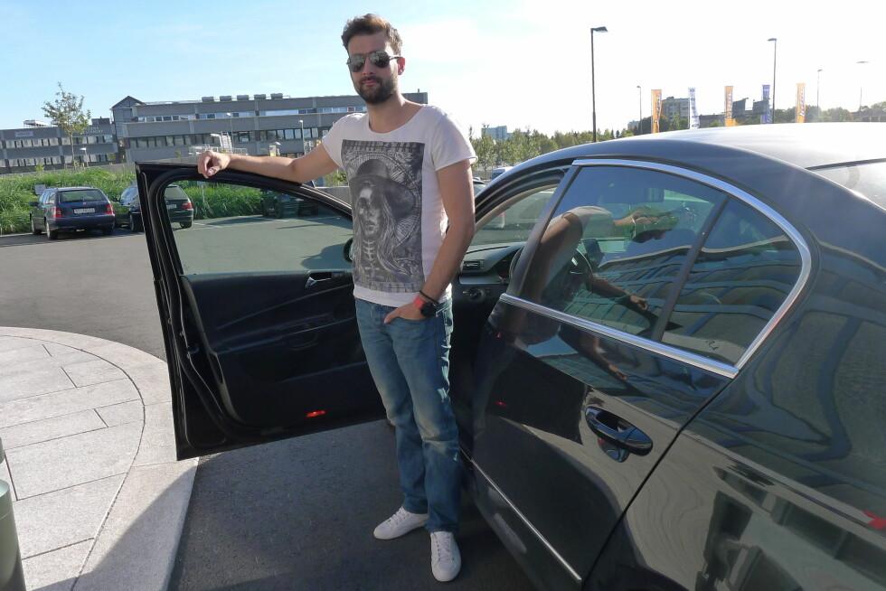 HYGGELIG SERVICE: Radu Horatiu kjører Uber-bil i Oslo. Både taxinæringen og politiet mener han er en lovbryter. Vi oppfattet ham som en kjernekar som gjør en god jobb. Foto: TORE NESET