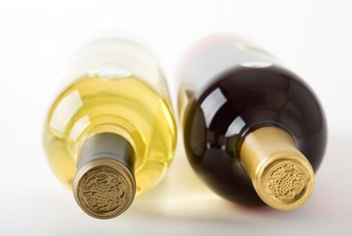 AVGIFTSØKNING: De totale avgiftene på en vinflaske utgjør over 60 kroner, ifølge Vin- og brennevinleverandørenes forening (VBF)  Foto: COLOUBOX