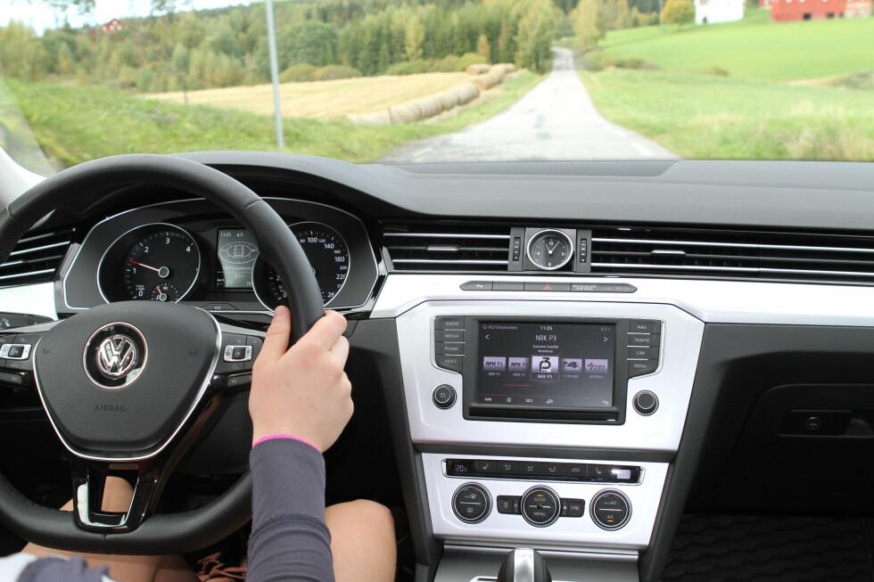 SETT DET FØR: Alle som har kjørt Skoda og og VW de siste årene får ingen overraskelser. Midtkonsollen hadde kledt en større skjerm, men det koster ekstra. Foto: RUNE M. NESHEIM
