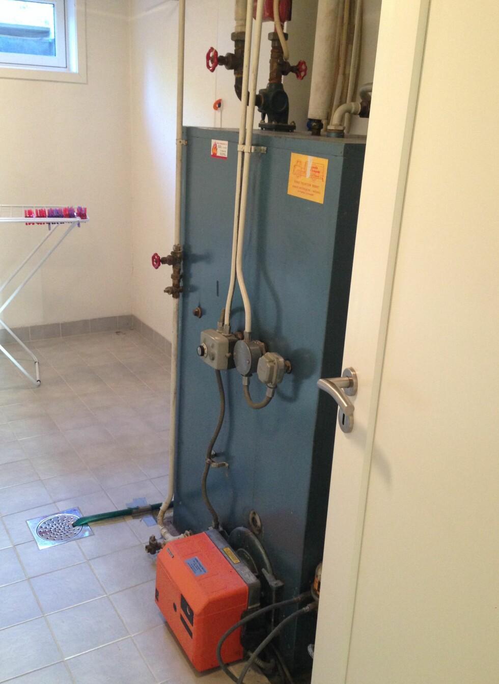 FØR:  Slik så det ut på vaskerommet før de satt i gang med utskiftningen.  Foto: PRIVAT
