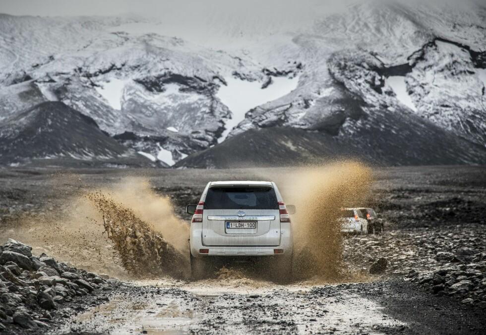 SKAPT FOR TØFFE FORHOLD: Jo mer utfordrende terrenget ble, jo mer koser Land Cruiser'en seg.  Foto: JAMIESON POTHECARY