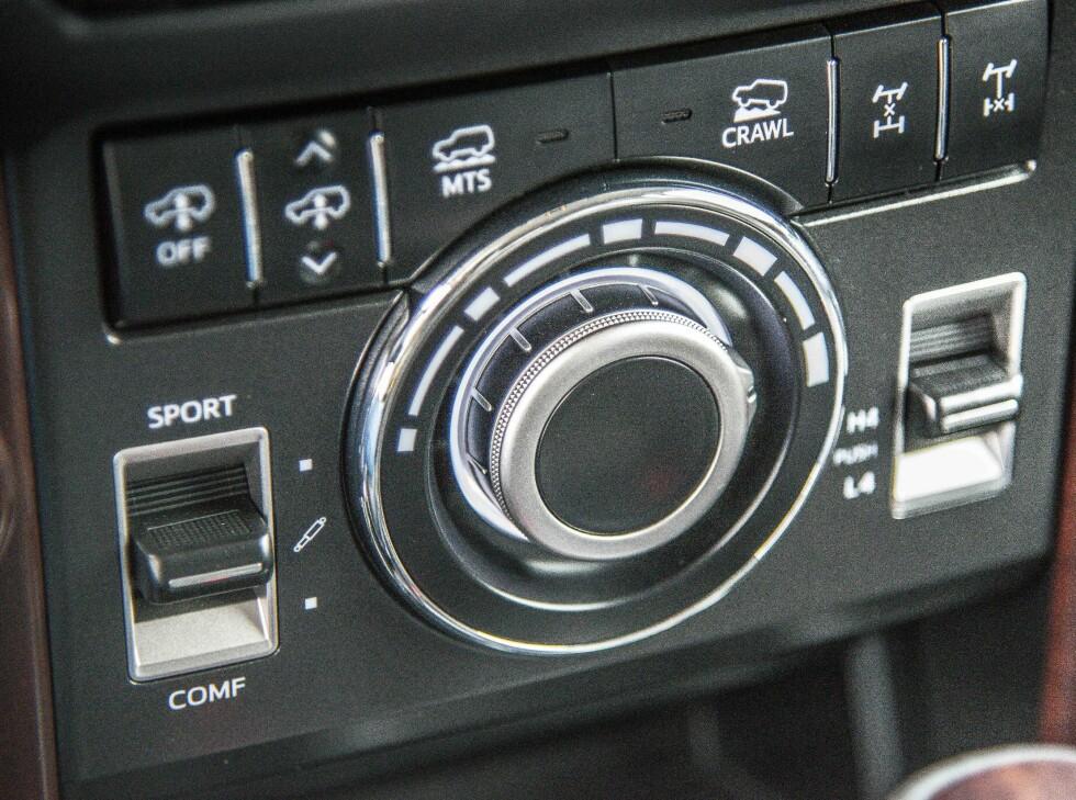 FULL KONTROLL: Her styrer du alt av bilens innstillinger for kjøring i terrenget.  Foto: Jamieson Pothecary