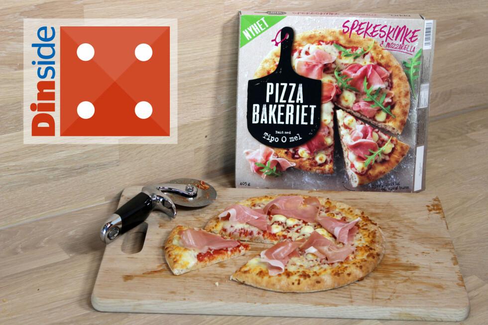 ITALIENSK PIZZA MED SPEKESKINKE: Godt, men litt tam på smak. En pizza er grei til en sulten person, eller to litt mindre sultne med en god porsjon salat til. Pizzaen veier 405 gram, og har 907 kcal. Foto: OLE PETTER BAUGERØD STOKKE