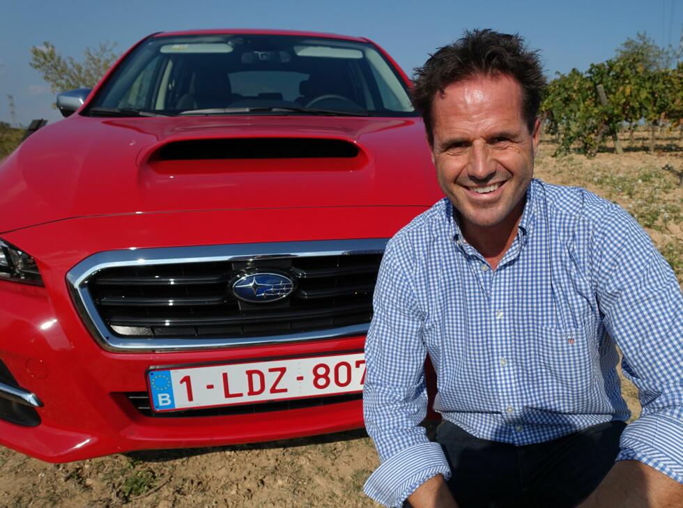 VIKTIG BIL: - Denne bilen vil vi selge 400-500 eksemplarer av neste år, og den blir viktig for oss, sier informasjonsdirektør Stian Thrane i Subaru Norge.  Foto: KNUT ARNE MARCUSSEN