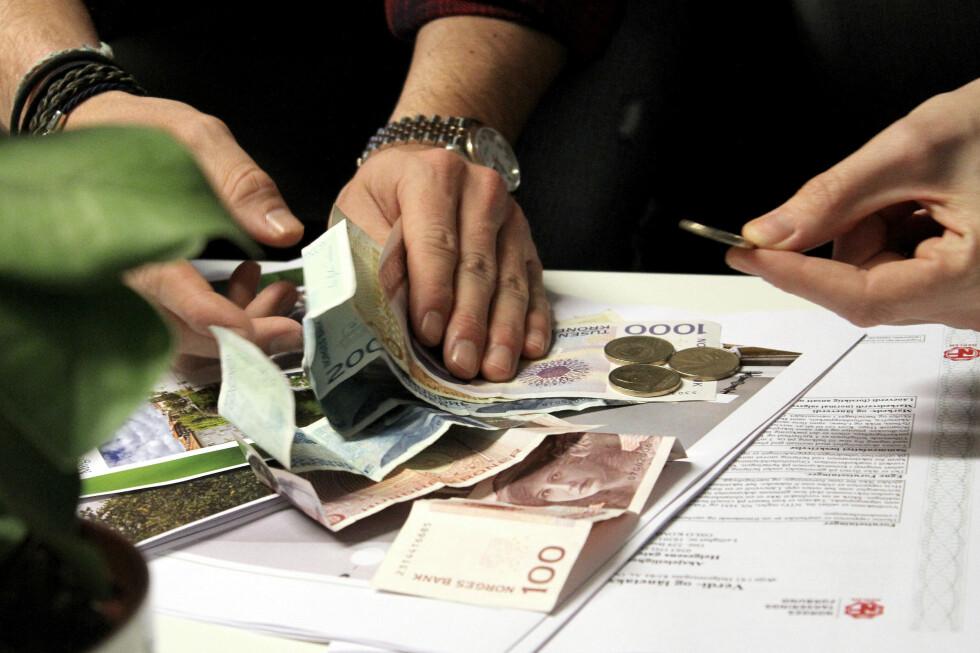 BETAL SOM FØR: Når boliglånsrenta blir satt ned, lønner det seg å fortsette å betale samme månedlige beløp som før rentenedgangen. Foto: OLE PETTER BAUGERØD STOKKE