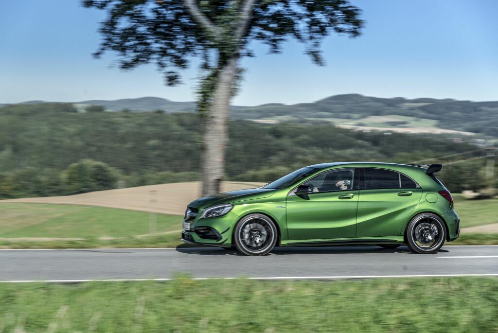 KLAR FOR BANEKJØRING: Denne skiller seg godt ut fra en 'vanlig' A-Klasse. Mercedes har utviklet bilen for banekjøring. Foto: JAMIESON POTHECARY