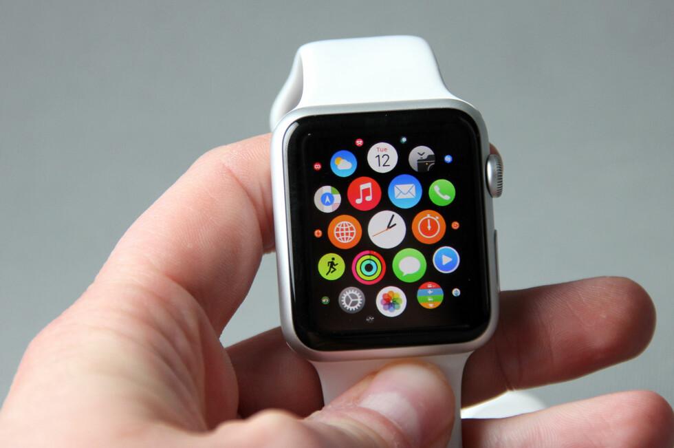 KOMMER TIL NORGE: Apple Watch er bare et par uker unna lansering her til lands. Foto: PÅL JOAKIM OLSEN