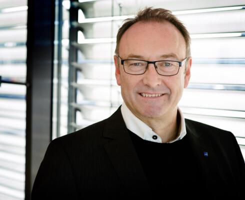 NYTT KORT FRA SAS: Knut Morten Johansen, informasjonssjef i SAS, sier til Dinside at det nye kortet skal gi kundene full oversikt over innkjøp og utgifter på reiser. Foto: BJORN H STUEDAL/SAS