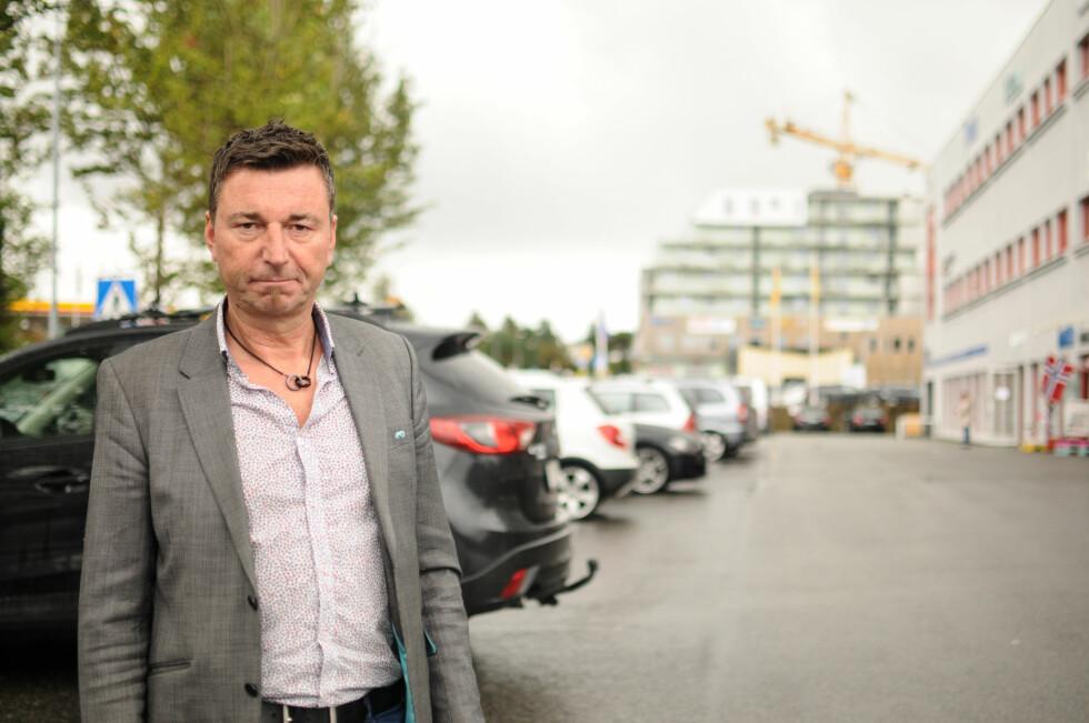 VÆR OPPMERKSOM: Arne Ove Sekkingstad advarer andre med at det kan bli dyrt om en ikke inngår klare avtaler med leasingfirmaet. Foto: KAJ ALVER