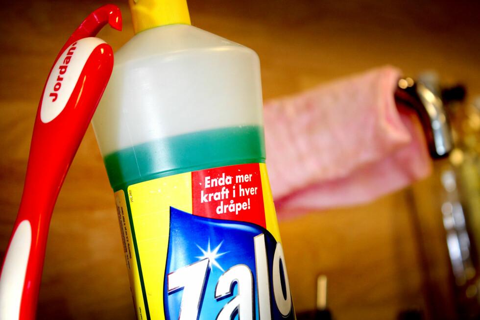 FORSVINNER: Zalo Ultra-flaska med «Mer kraft i hver dråpe» skal forsvinne fra butikkhyllene, etter påstander om lovbrudd.  Foto: OLE PETTER BAUGERØD STOKKE